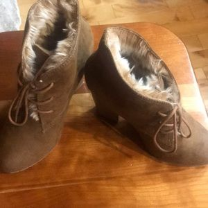 Tan Suede Faux Fur Lined Booties 6.5 Leila Stone